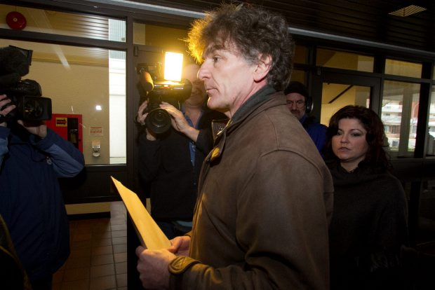 Smart-meter opponent Steve Satow delivers letters Monday at the office of provincial health officer Dr. Perry Kendall.